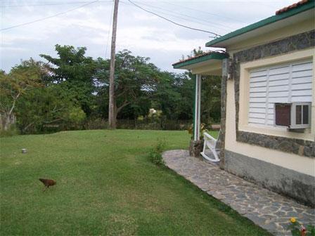 La Villa José Otaño cuenta con amplias zonas verdes